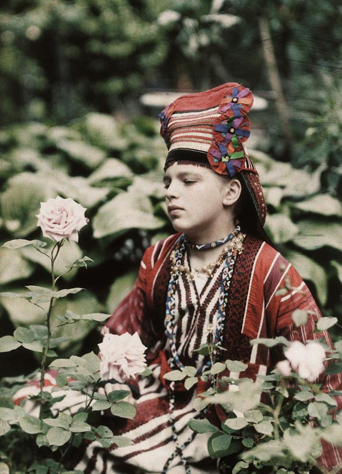 Piotr Vedenisov Vera Kozakov in Folk Dress. 1914